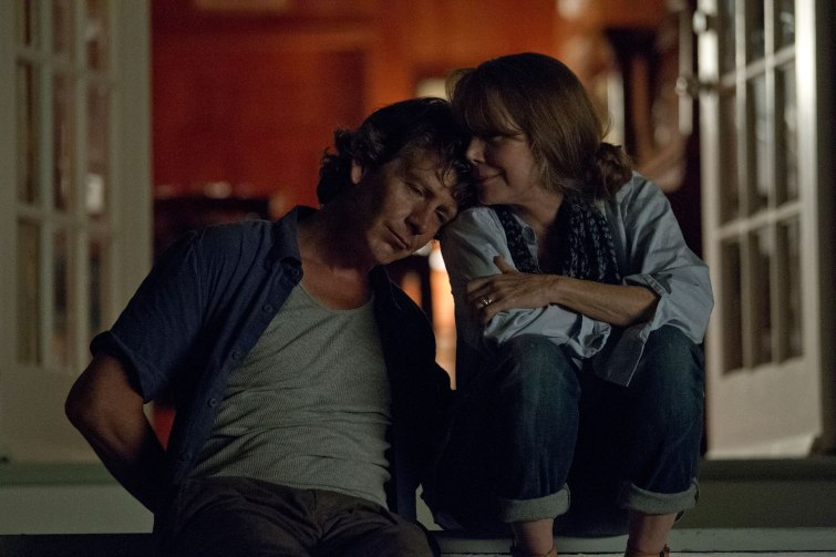 Ben Mendelsohn and Sissy Spacek with a heart to heart on the porch